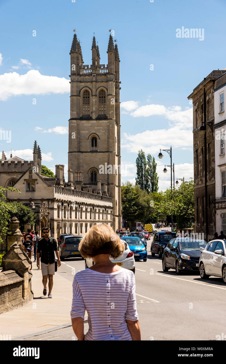 A view along High St of the 144 feet tall Magdalen Tower, the tallest tower in Oxford, on a beautiful sunny summer's day in the university town. - Stock Image
