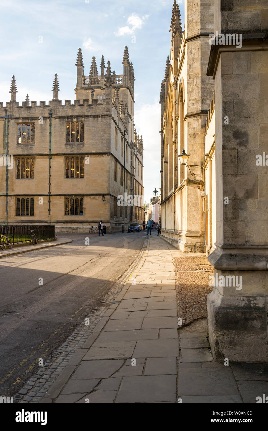 A beautiful summer's evening in the famous university town of Oxford. The view north towards the Bodleian Library along a quiet Catte St. - Stock Image