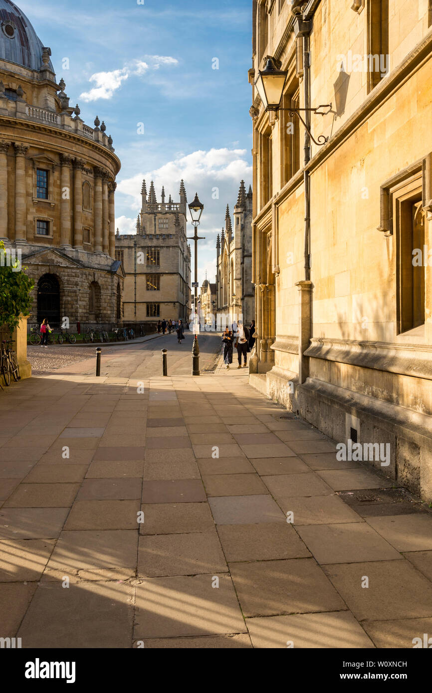 A beautiful summer's evening in the famous university town of Oxford. The view north towards the Radcliffe Camera along a quiet Catte St. - Stock Image