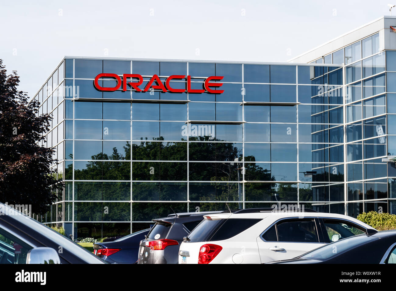 Deerfield - Circa June 2019: Oracle Corporation location. Oracle offers technology and cloud based solutions III Stock Photo