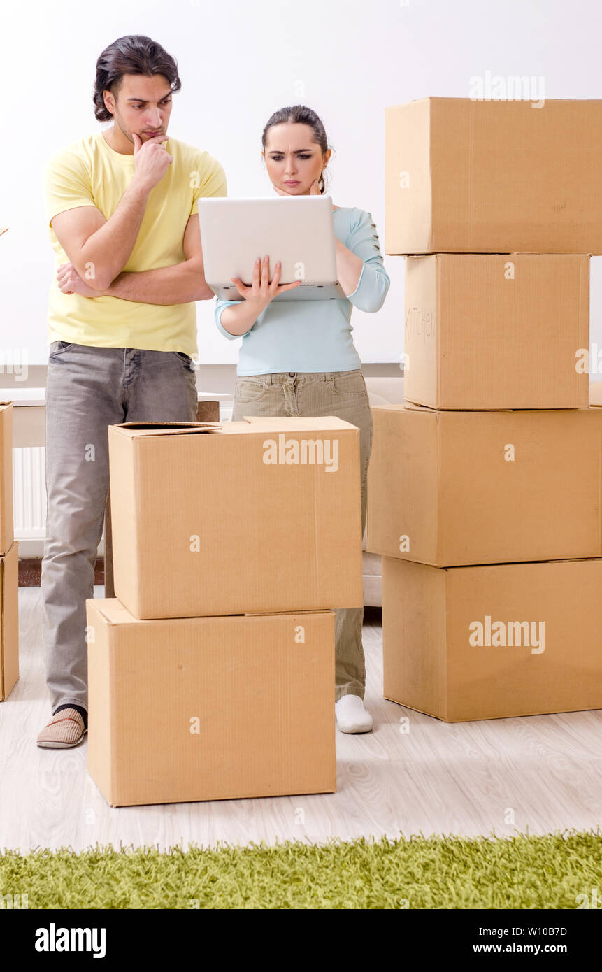 Young pair moving to new apaprtment - Stock Image