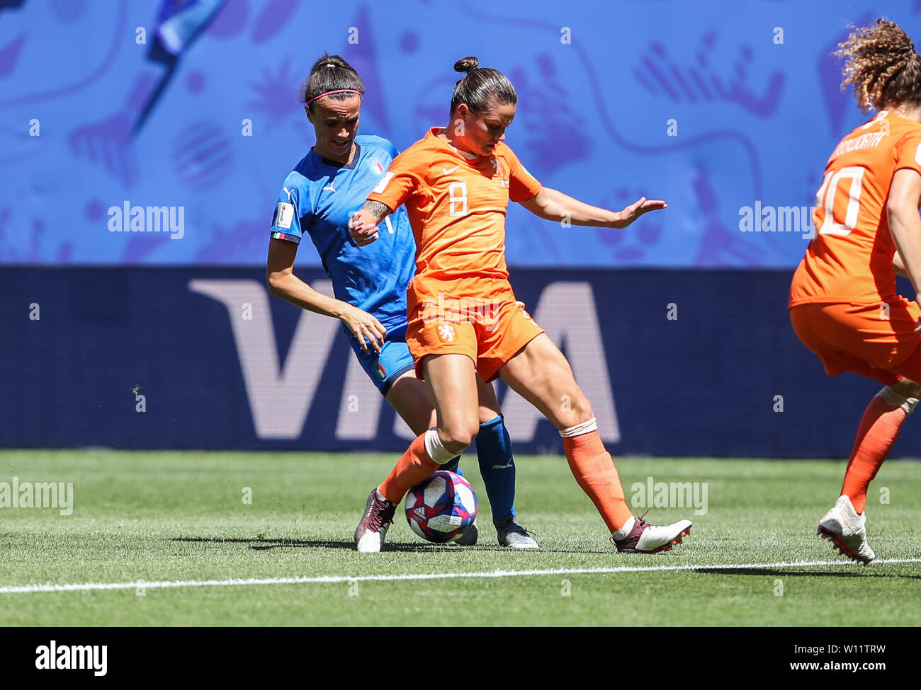 Valenciennes, France. 29th June, 2019. Barbara Bonansea (L) of Italy vies with Sherida Spitse of the Netherlands during the quarterfinal between Italy and the Netherlands at the 2019 FIFA Women's World Cup in Valenciennes, France, June 29, 2019. Credit: Shan Yuqi/Xinhua/Alamy Live News Stock Photo