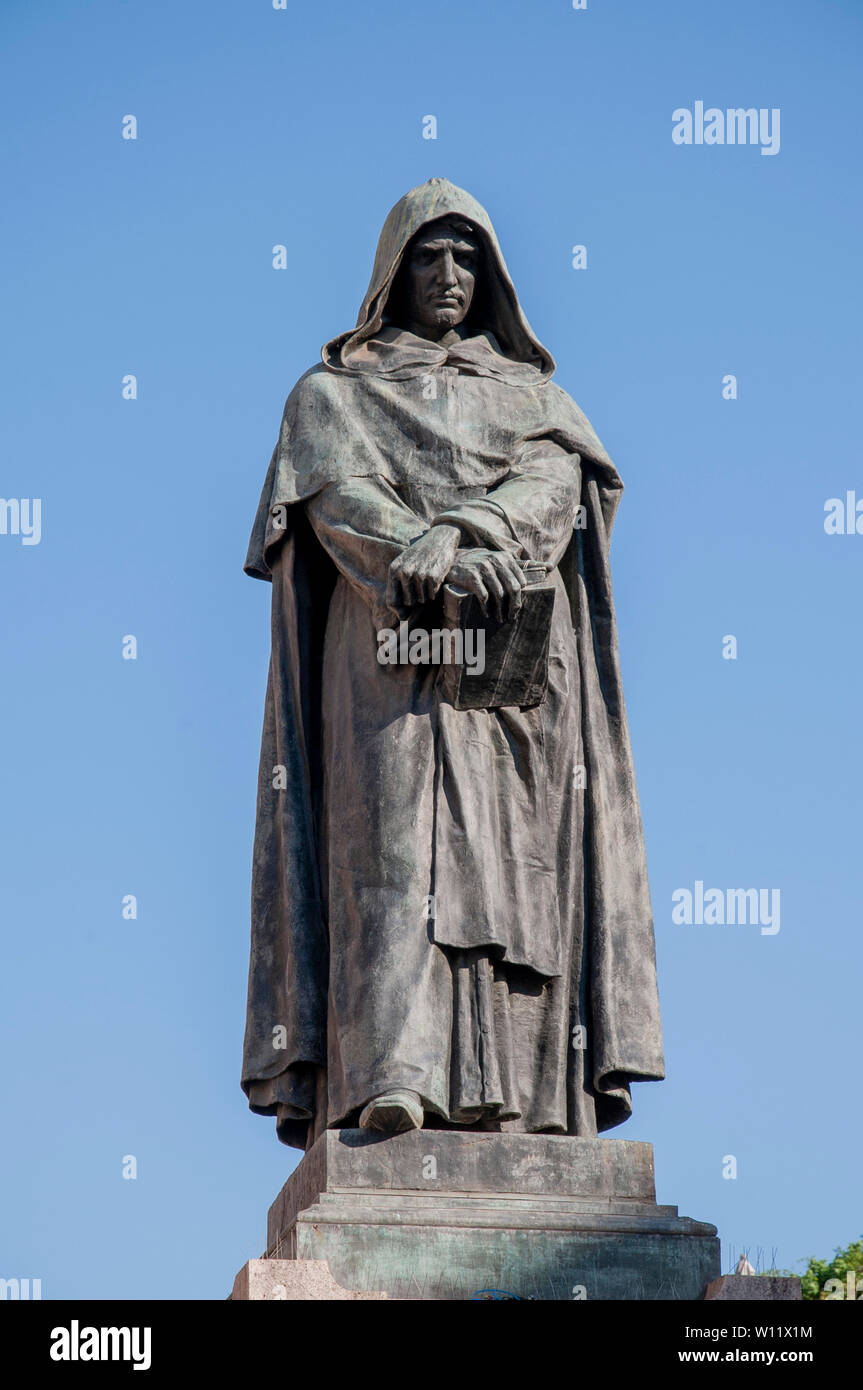 Giordano Bruno statue in Campo de' Fiori Rome Stock Photo