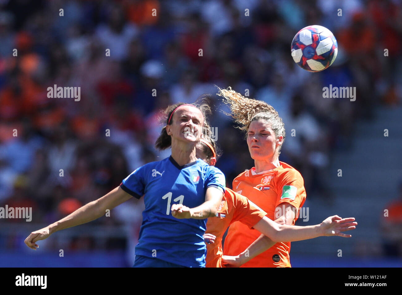 Valenciennes, France. 29th June, 2019. Barbara Bonansea (L) of Italy vies with Merel Van Dongen (R) of the Netherlands during the quarterfinal between Italy and the Netherlands at the 2019 FIFA Women's World Cup in Valenciennes, France, June 29, 2019. Credit: Zheng Huansong/Xinhua/Alamy Live News Stock Photo