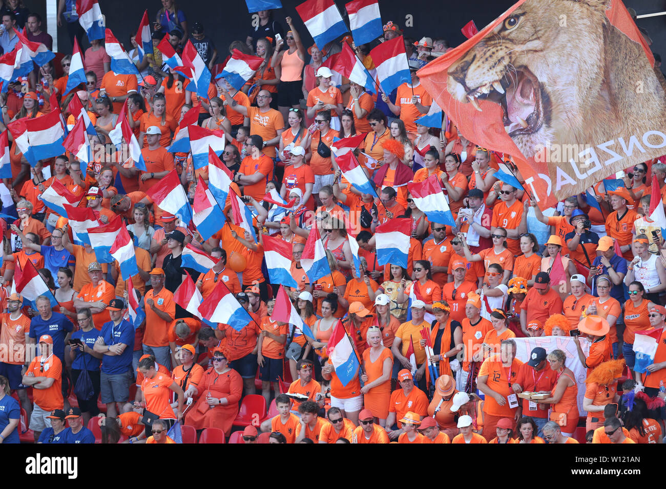 Valenciennes, France. 29th June, 2019. Supporters of the Netherlands cheer the team before the quarterfinal between Italy and the Netherlands at the 2019 FIFA Women's World Cup in Valenciennes, France, June 29, 2019. Credit: Cheng Tingting/Xinhua/Alamy Live News Stock Photo
