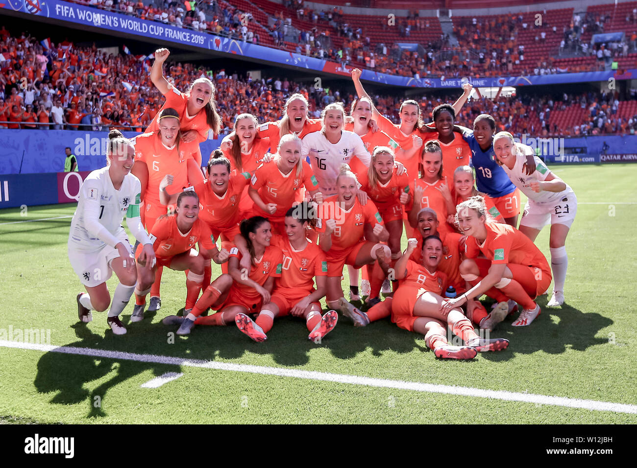 Valenciennes, France. 29th June, 2019. VALENCIENNES, 29-06-2019, Stade du Hainaut, World championship 2019, Italy - Netherlands (women), celebrating the victory after the game Credit: Pro Shots/Alamy Live News Stock Photo