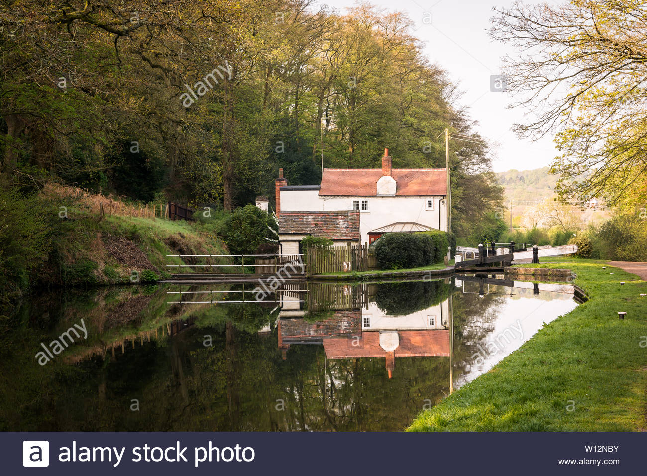Hyde Lock is between Stourton and Kinver along the Staffordshire & Worcestershire Canal.  The cottage has a beautiful reflection in the still water of - Stock Image