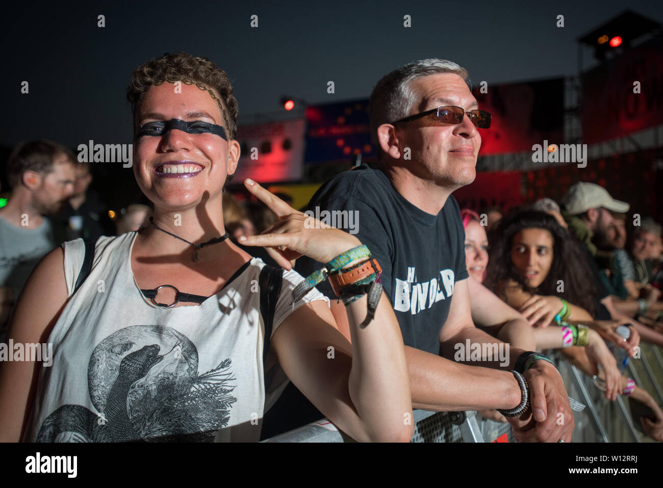 Glastonbury, Pilton, Somerset, UK. 28th June 2019. Fans wait for Gojira to start thier set at Truth stage,  Shangri-La during Glastonbury Festival on Friday 28th June 2019. Credit: Female Perspective/Alamy Live News - Stock Image