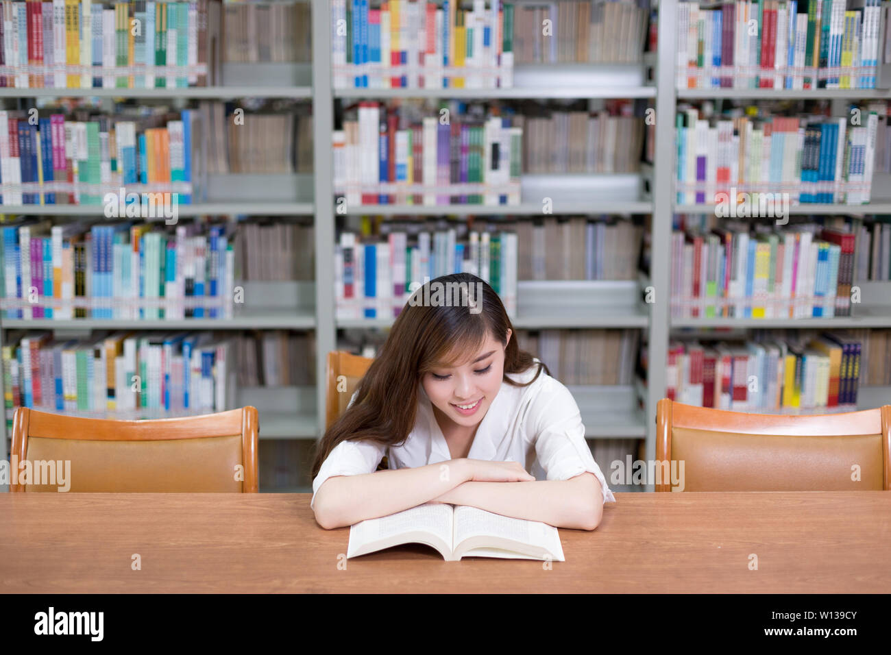 Chinese Woman Read Library Stock Photos Chinese Woman Read