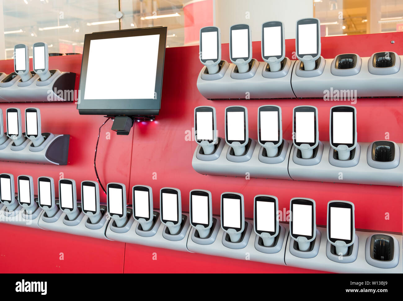 Device convenience of shopping with blank display in supermarket - Stock Image