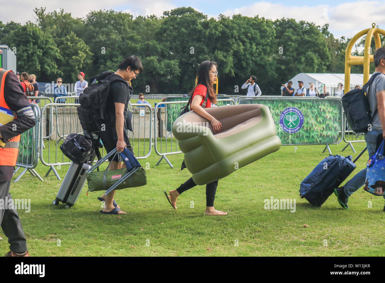 A Guide to Camping and Queuing for Tickets at Wimbledon - peRFect ...