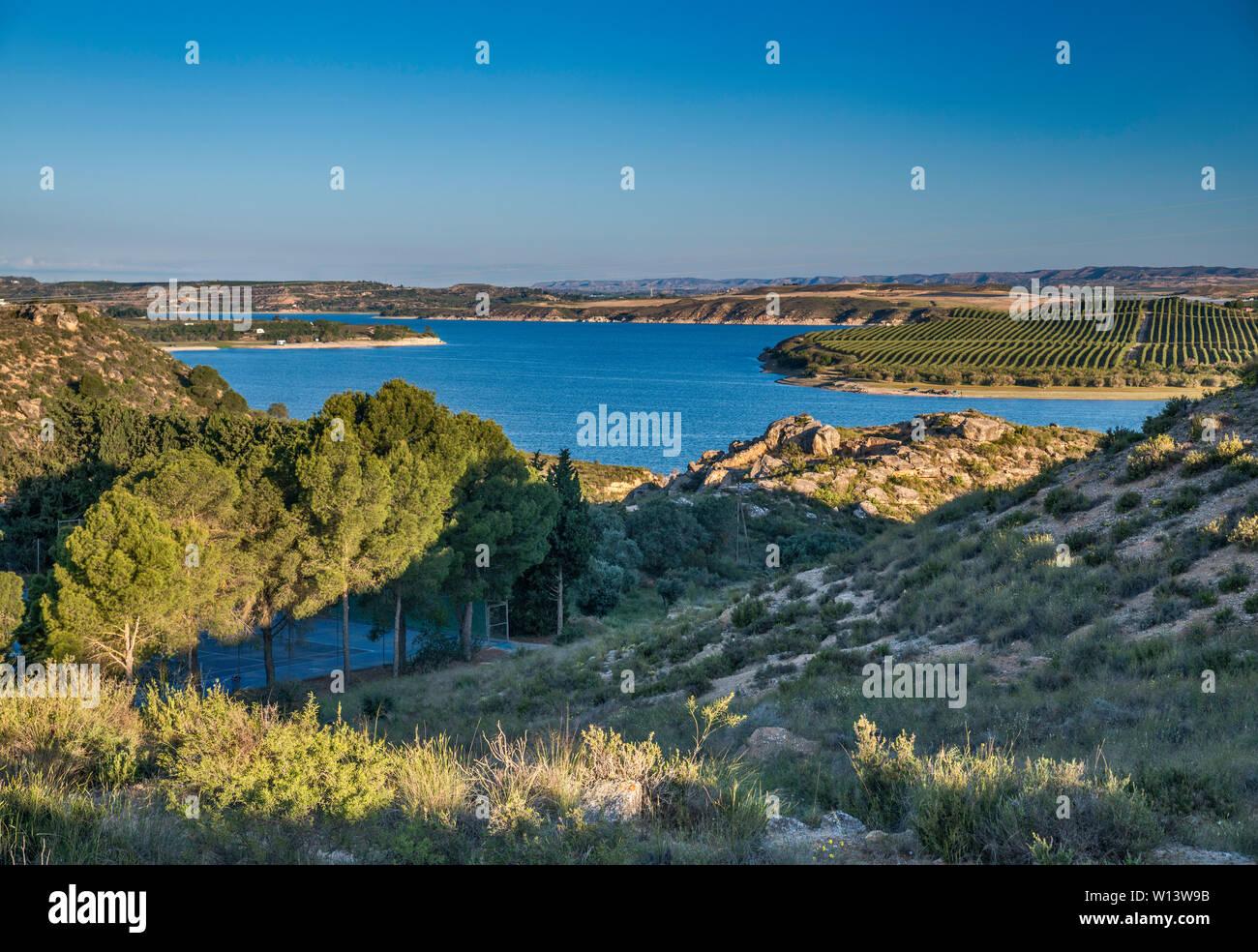 Embalse de Mequinenza (Mar de Aragón) reservoir on Ebro river near town of Ebro, Zaragoza province, Aragon, Spain Stock Photo