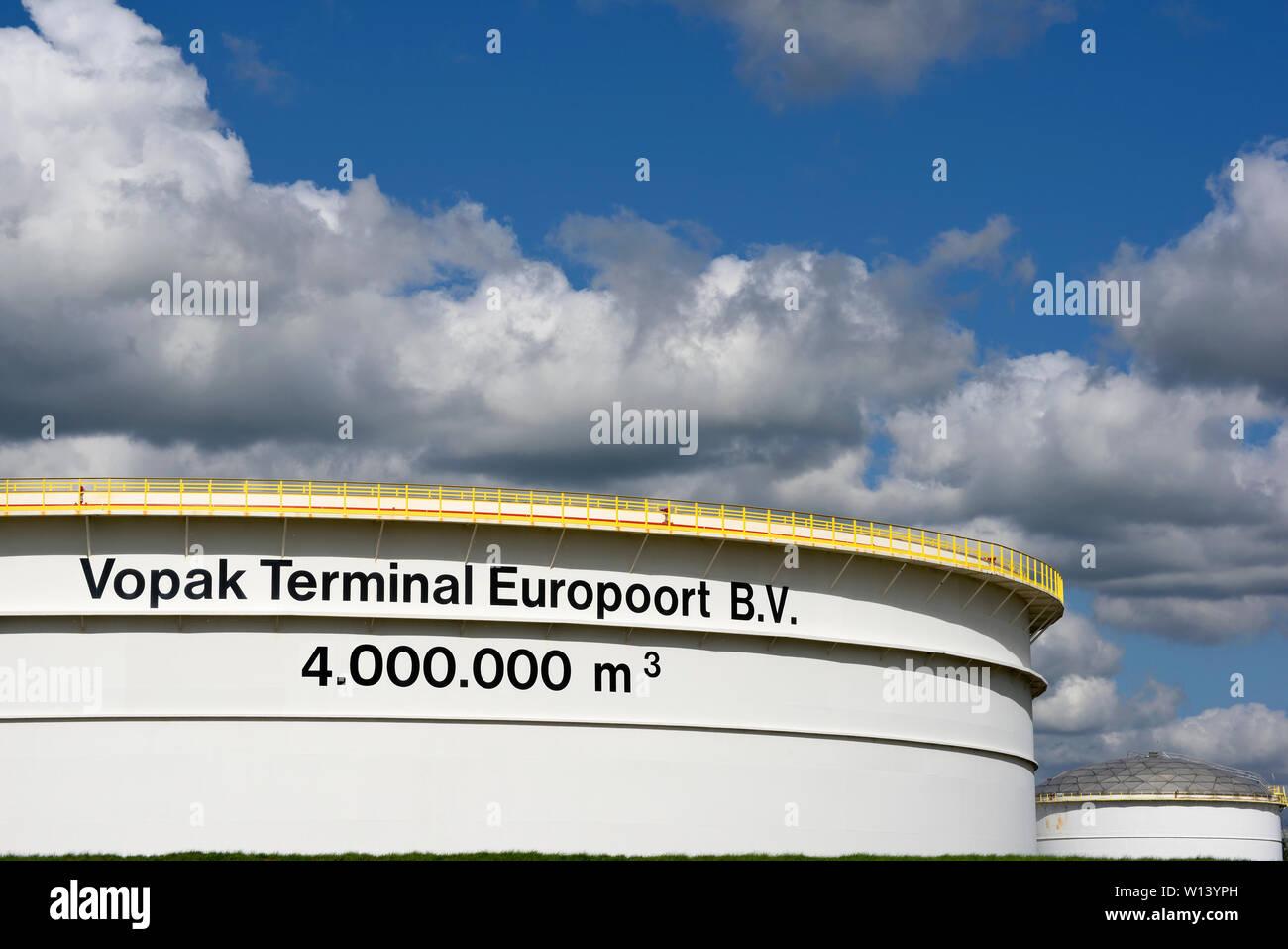 port of rotterdam, zuid holland/netherlands - september 07, 2018: vopak crude oil / petroleum products tanks in europoort Stock Photo
