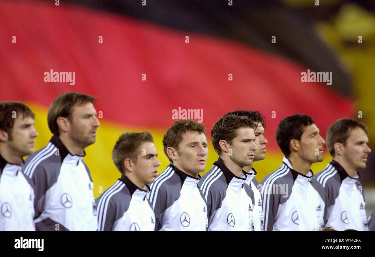 Rhein-Energie-Stadion Cologne Germany, 31.3.2004, Football: International friendly, Germany (white) vs. Belgium (red) 3:0 --- German team line-up in front of German flag, from left Torsten FRINGS, Jens NOWOTNY, Philipp LAHM, Paul FREIER, Arne FRIEDRICH, Michael BALLACK, Kevin KURANYI, Didi HAMANN Stock Photo