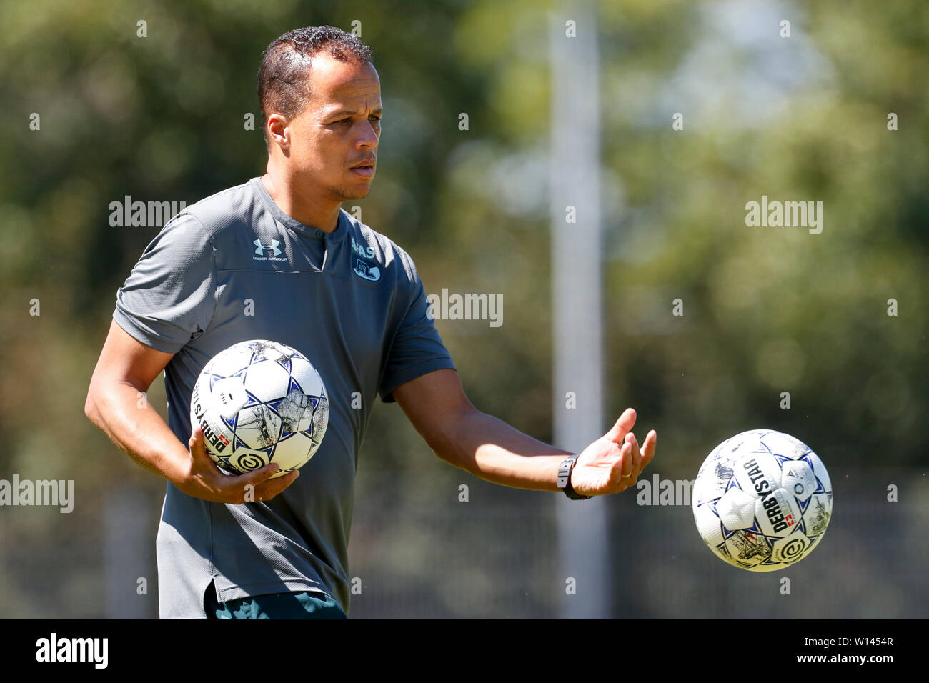 Dirkshorn, Netherlands. 29th June, 2019. DIRKSHOORN, 29-06-2019, Sportcomplex De Veersloot, Dutch football, Eredivisie, season 2019/2020. Kitman Melvin Reemnet during the pre season practice match AZ vs Oleksandria Credit: Pro Shots/Alamy Live News - Stock Image