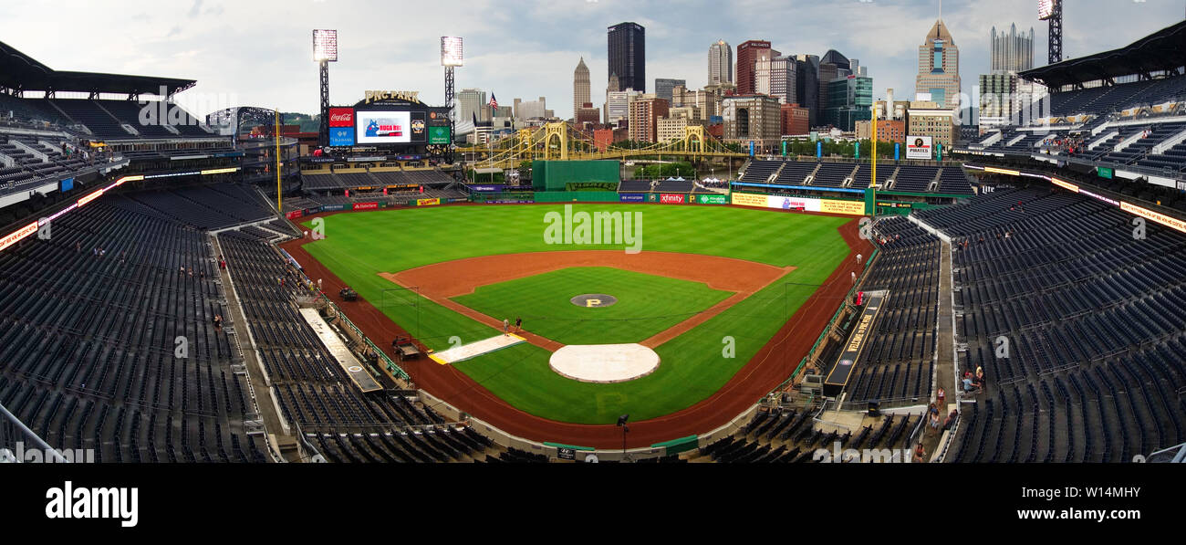 PNC Park baseball stadium in Pittsburgh, PA, home of the Pittsburgh Pirates, overlooks the city skyline and the Allegheny River. - Stock Image