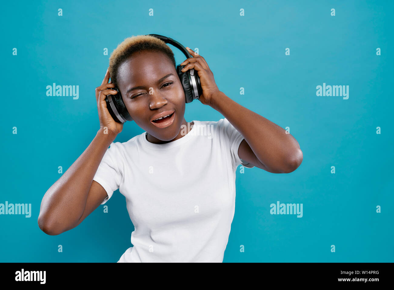 Bluetooth Headphones High Resolution Stock Photography And Images Alamy