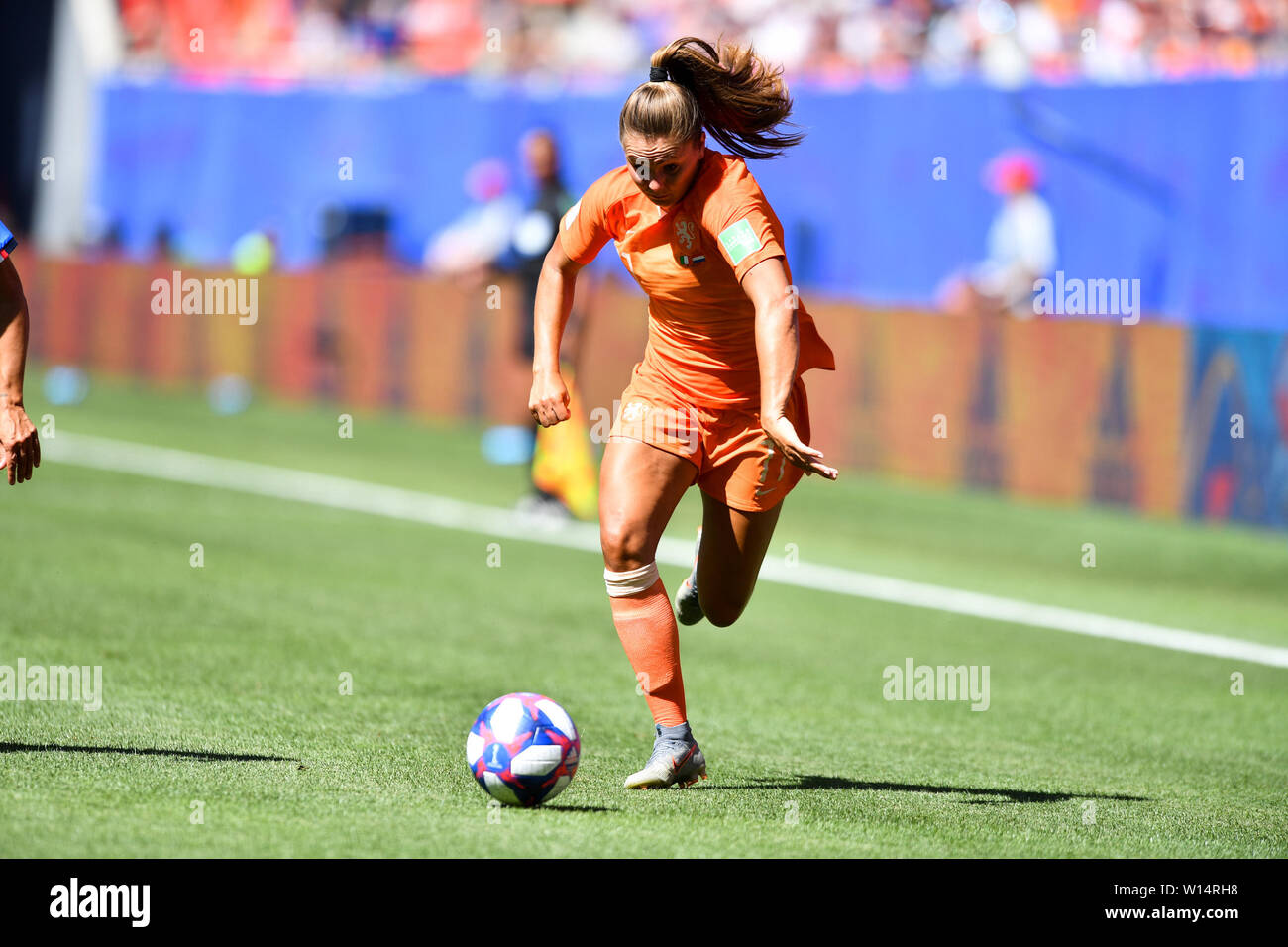 Valenciennes, Frankreich. 29th June, 2019. 29.06.2019, Valenciennes (France), Football, FIFA Women's World Cup 2019, Quarterfinals Italy - Netherlands, FIFA REGULATIONS PROHIBIT ANY USE OF PHOTOGRAPHS AS IMAGE SEQUENCES AND/OR QUASI VIDEO, | usage worldwide Credit: dpa/Alamy Live News Stock Photo