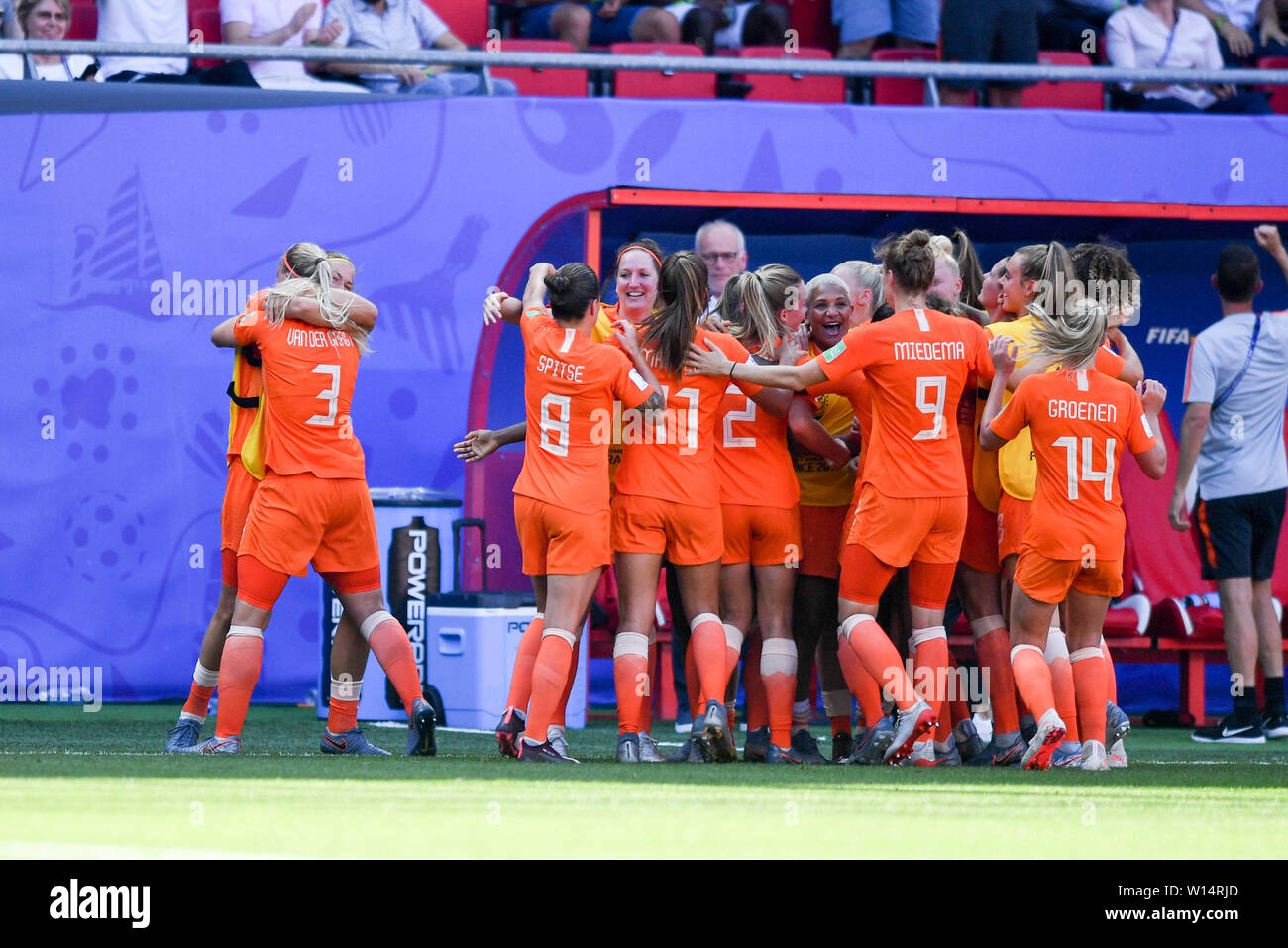 Valenciennes, Frankreich. 29th June, 2019., 29.06.2019, Valenciennes (France), Football, FIFA Women's World Cup 2019, Quarterfinals Italy - Netherlands, FIFA REGULATIONS PROHIBIT ANY USE OF PHOTOGRAPHS AS IMAGE SEQUENCES AND/OR QUASI VIDEO. | usage worldwide Credit: dpa/Alamy Live News Stock Photo