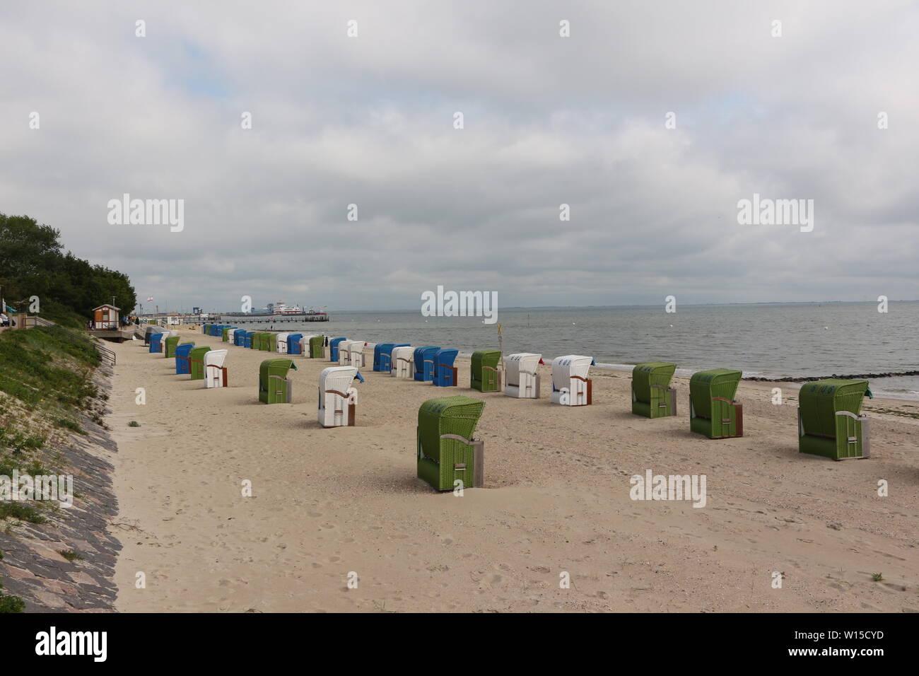 aStrandkörbe Am Strand bei Wyk auf Föhr - Stock Image