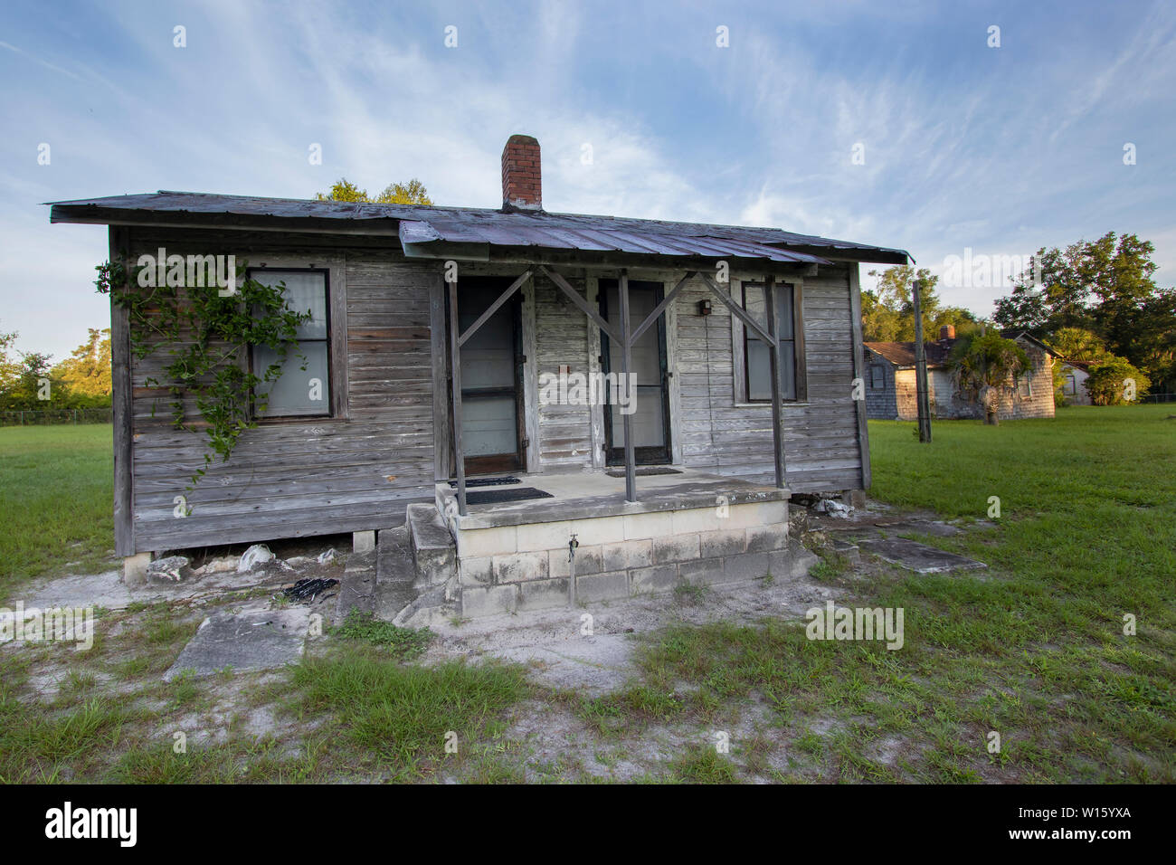 Deserted old cabin in the deep South of the United States Stock Photo