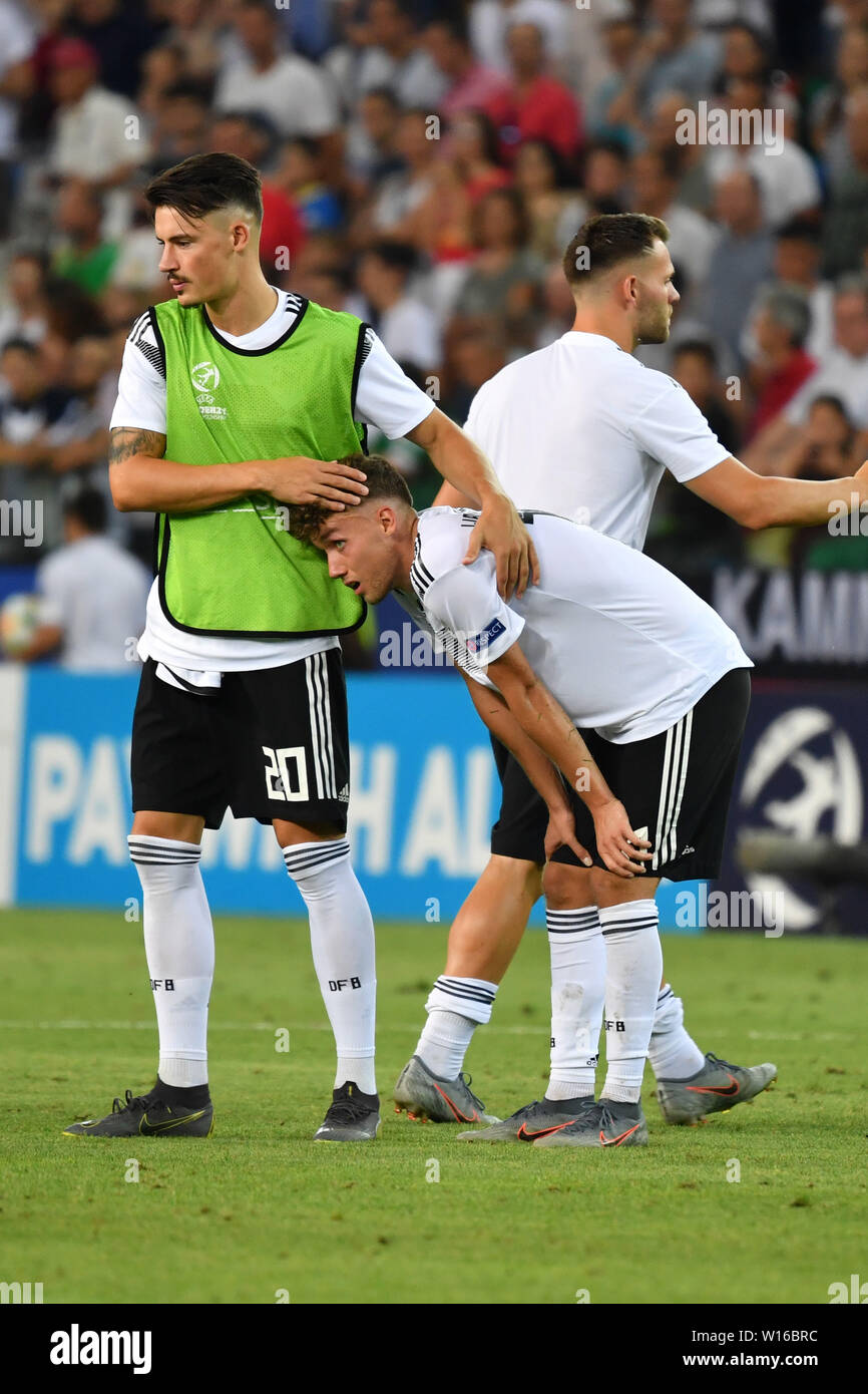 Udine, Italien. 30th June, 2019. Robin KOCH (GER) troubles Luca WALDSCHMIDT (GER) after game end, disappointment, frustrated, disappointed, frustratedriert, dejected . Spain (ESP) - Germany (GER) 2-1, at 30.06.2019 Stadio Friuli Udine. Football U-21, FINALE UEFA Under21 European Championship in Italy/SanMarino from 16.-30.06.2019. | Usage worldwide Credit: dpa/Alamy Live News - Stock Image