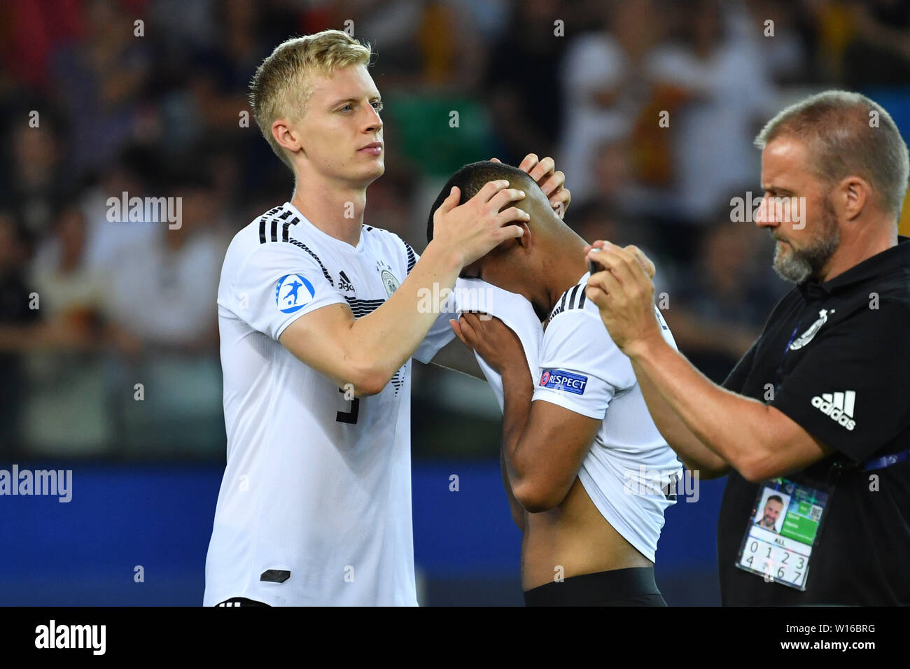 Udine, Italien. 30th June, 2019. Timo BAUMGARTL (GER) troubles Benjamin HENRICHS (GER) after End of the Game, disappointment, frustrated, disappointed, frustratedriert, dejected, Spain (ESP) - Germany (GER) 2-1, at 30.06.2019 Stadio Friuli Udine. Football U-21, FINALE UEFA Under21 European Championship in Italy/SanMarino from 16.-30.06.2019. | Usage worldwide Credit: dpa/Alamy Live News - Stock Image