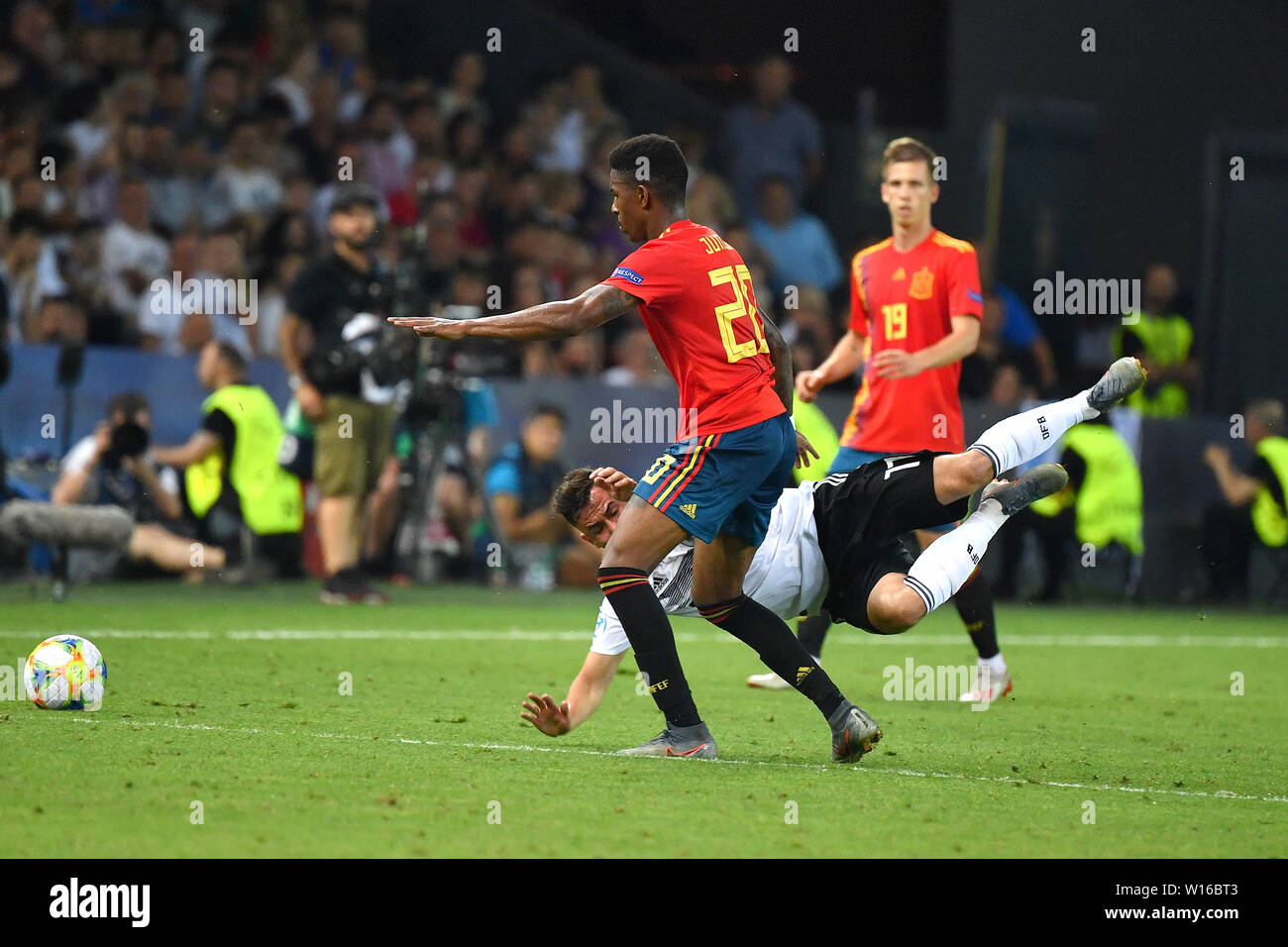 Junior FIRPO (ESP), action, duels versus Marco RICHTER (GER). Spain (ESP) - Germany (GER) 2-1, at 30.06.2019 Stadio Friuli Udine. Football U-21, FINALE UEFA Under21 European Championship in Italy/SanMarino from 16.-30.06.2019. | Usage worldwide - Stock Image