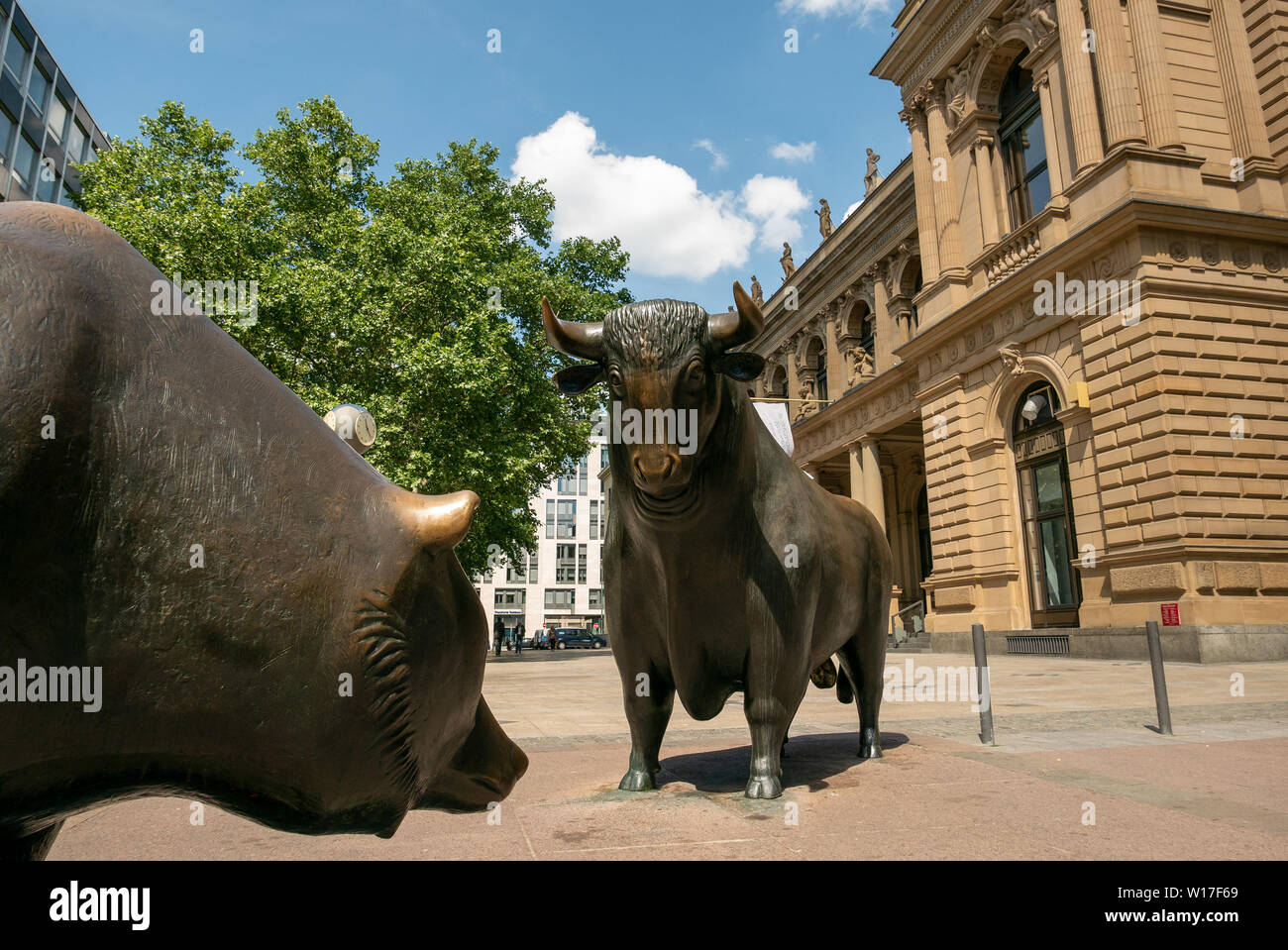FRANKFURT, GERMANY - JUNE 17, 2019: Bull and bear in front of the Frankfurt Stock Exchange - Stock Image