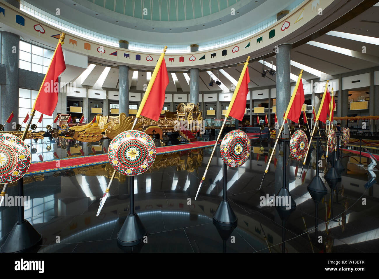 Interior view of the domed Royal Regalia Museum with ornate chariot in Bandar Seri Begawan, Brunei - Stock Image