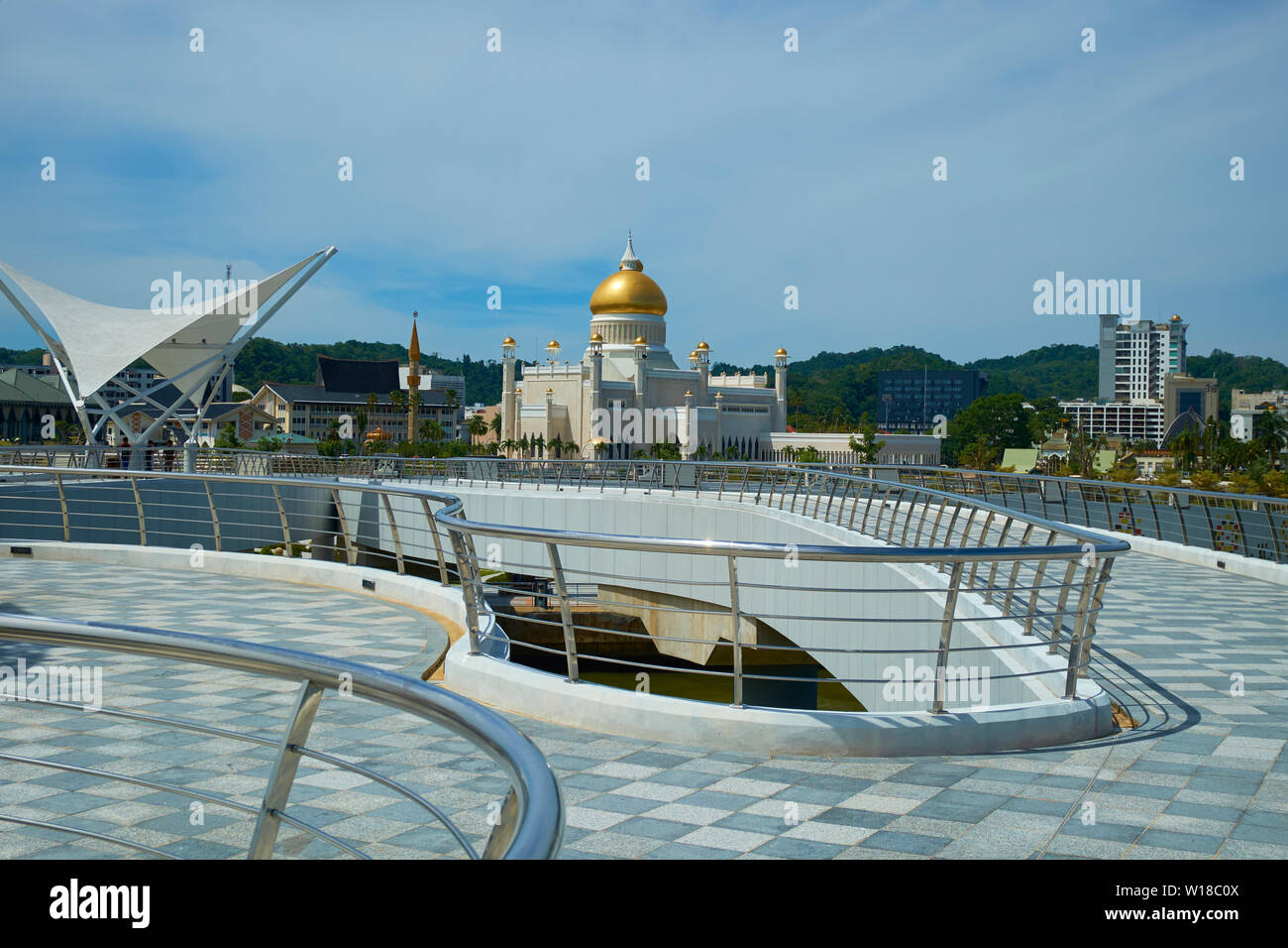 View from the new pedestrian bridge of downtown Bandar Seri Begawan,Brunei. The Omar Ali Saifuddien mosque is in the distance. - Stock Image