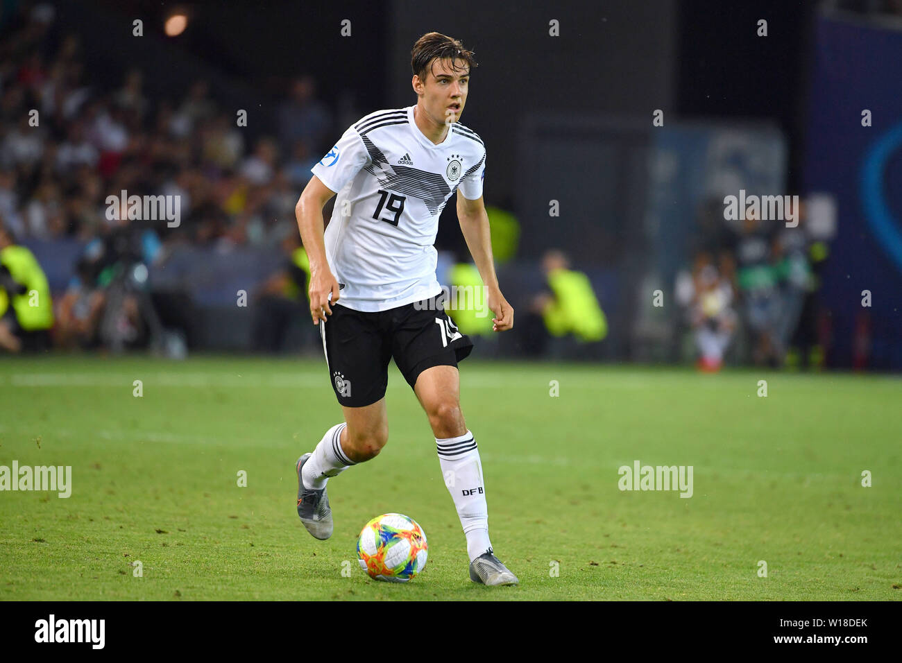 Udine, Italien. 30th June, 2019. Florian NEUHAUS (GER), action, single action, single image, cut out, full body shot, whole figure. Spain (ESP) - Germany (GER) 2-1, at 30.06.2019 Stadio Friuli Udine. Football U-21, FINALE UEFA Under21 European Championship in Italy/SanMarino from 16.-30.06.2019. | Usage worldwide Credit: dpa/Alamy Live News - Stock Image