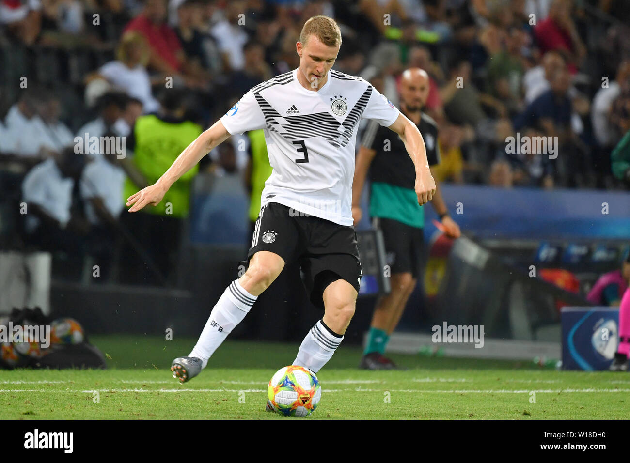 Udine, Italien. 30th June, 2019. Lukas KLOSTERMANN (GER), action, individual action, single image, cut out, full body shot, whole figure. Spain (ESP) - Germany (GER) 2-1, at 30.06.2019 Stadio Friuli Udine. Football U-21, FINALE UEFA Under21 European Championship in Italy/SanMarino from 16.-30.06.2019. | Usage worldwide Credit: dpa/Alamy Live News - Stock Image
