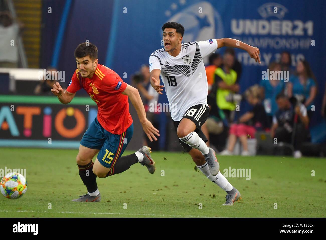 Nadiem AMIRI (GER), Action, duels versus Martin AGUIRREGABIRIA (ESP). Spain (ESP) - Germany (GER) 2-1, at 30.06.2019 Stadio Friuli Udine. Football U-21, FINALE UEFA Under21 European Championship in Italy/SanMarino from 16.-30.06.2019. | Usage worldwide - Stock Image