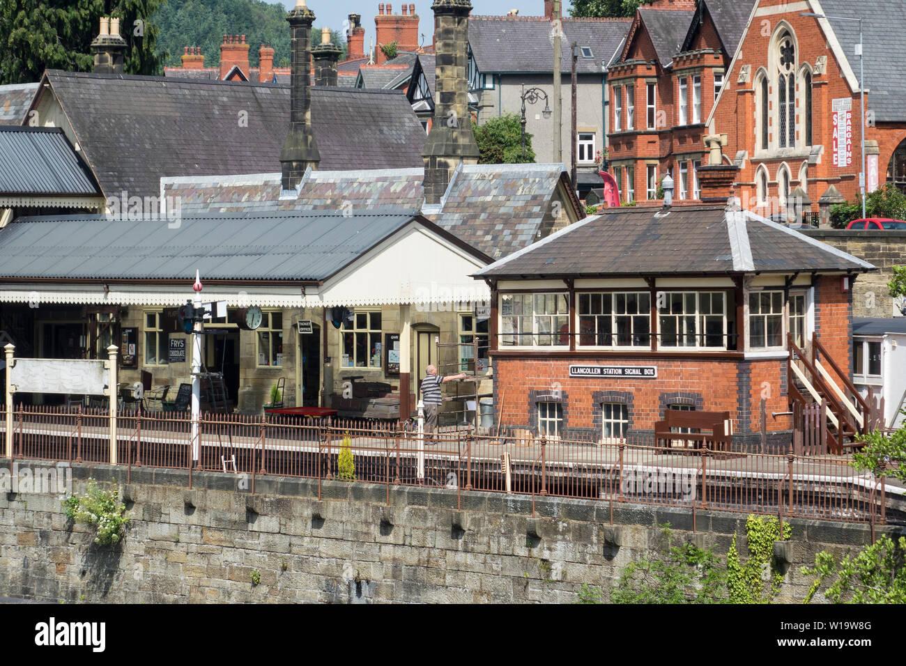Wales,  Denbighshire, Llangollen, railway station Stock Photo