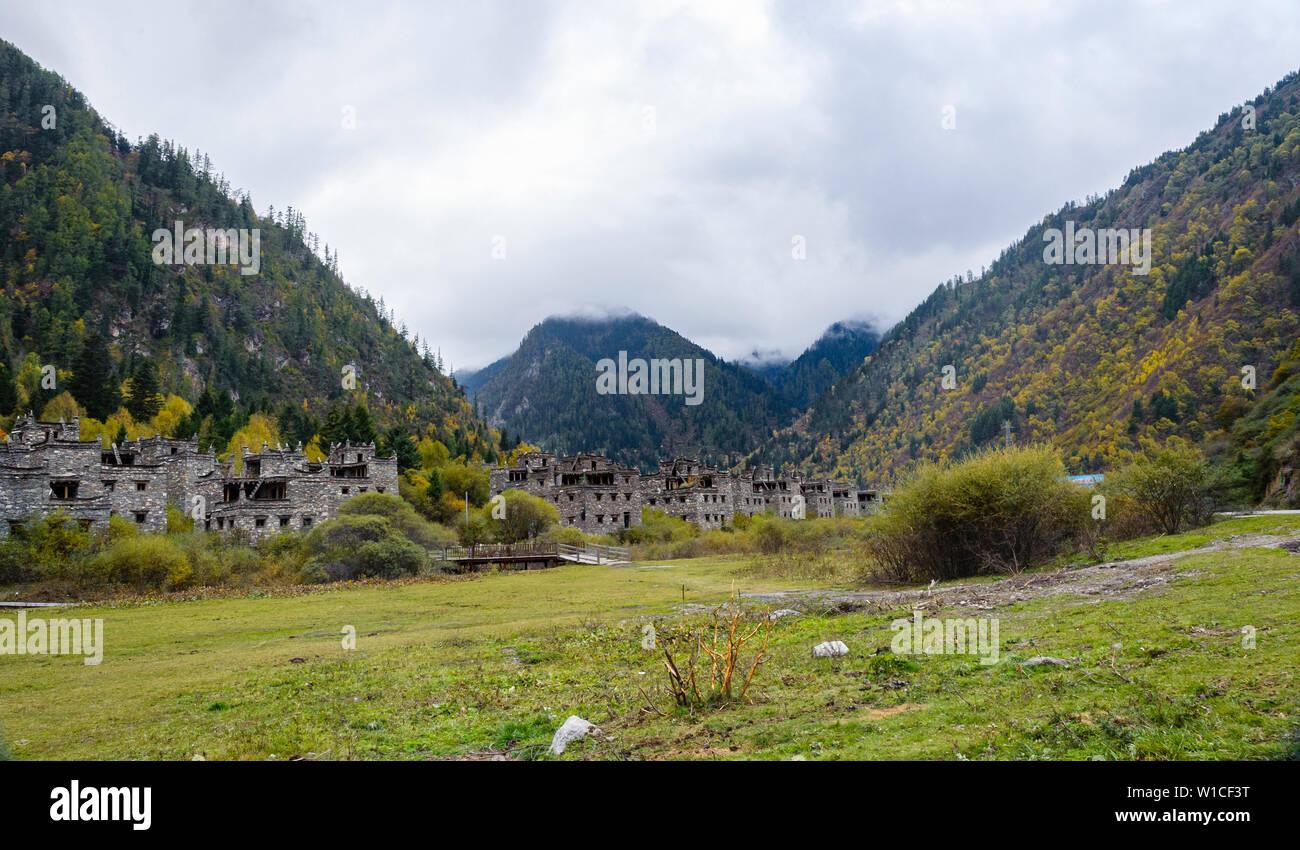 Abandoned newly developed Tibetan Village near Jiuzhaigou, Sichuan - Stock Image