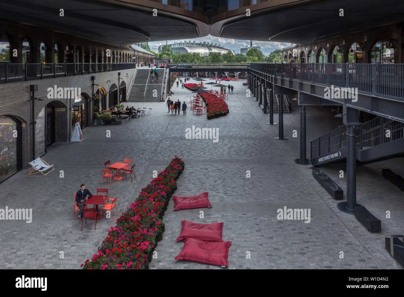 Shopping Center near Granary Square - Stock Image