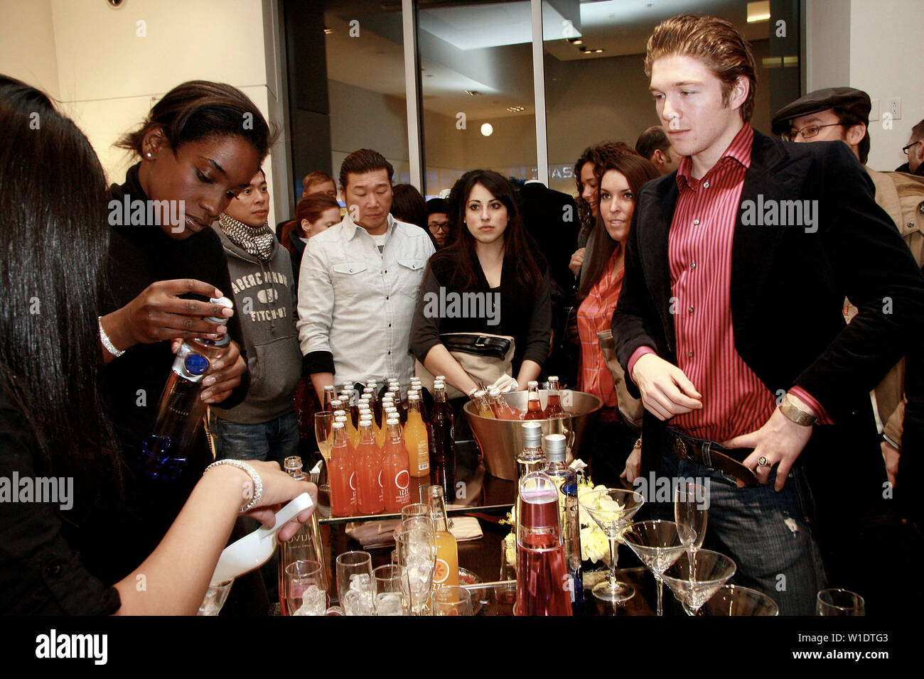 New York, USA. 5 February, 2009. Atmosphere at the opening of the Loris Diran Flagship Store. Credit: Steve Mack/Alamy - Stock Image