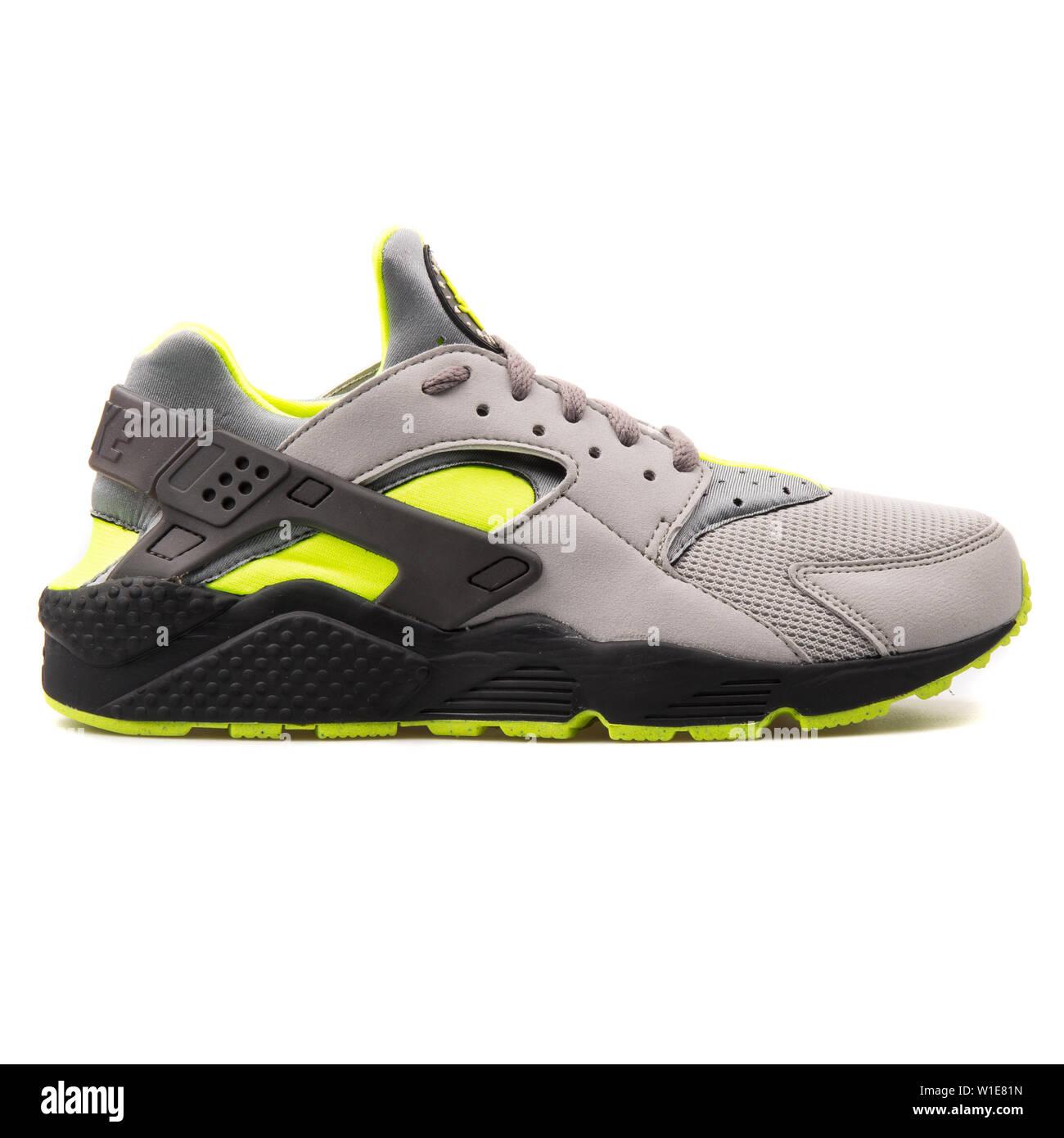 2017: Nike Air Huarache grey, black