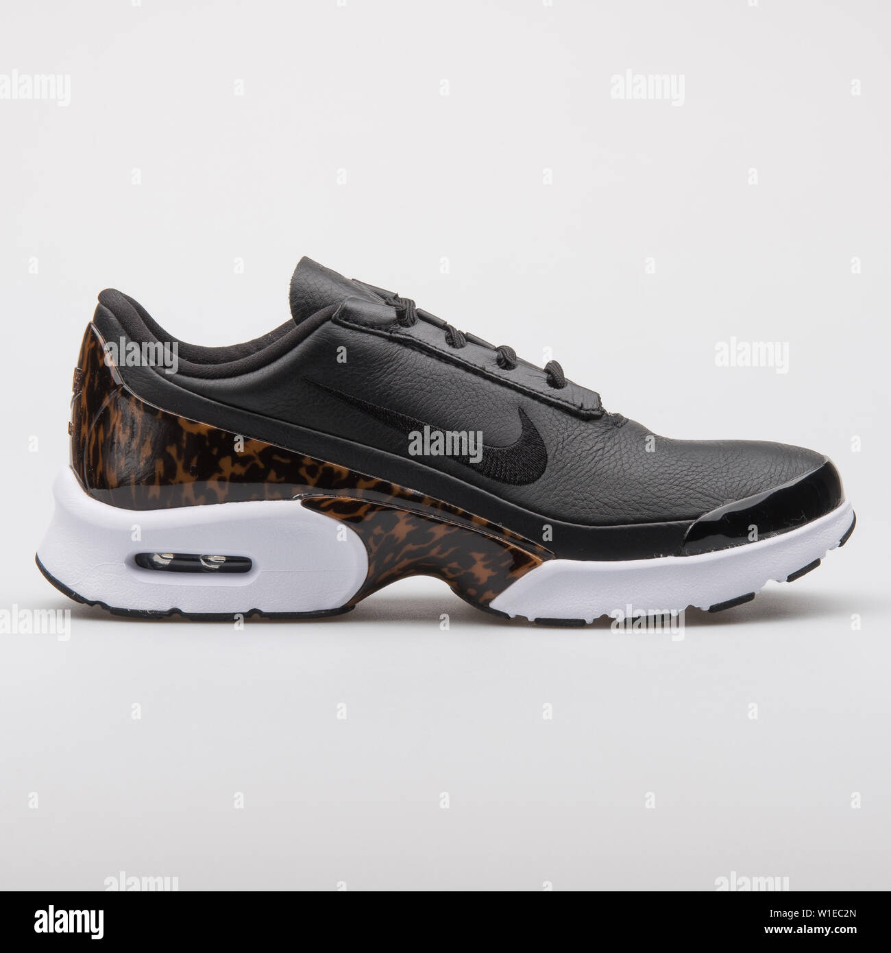 Nike Air Max Jewell Lx Sneakers In Black Leather | Black