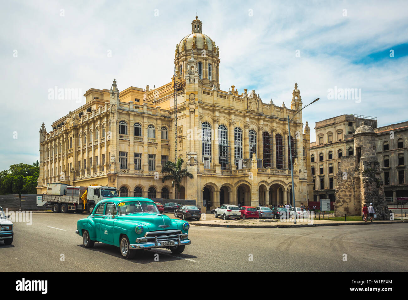 Old classic car and The former Presidential Palace, The Museum of the Revolution in Old Havana, Cuba, West Indies, Caribbean, Central America Stock Photo