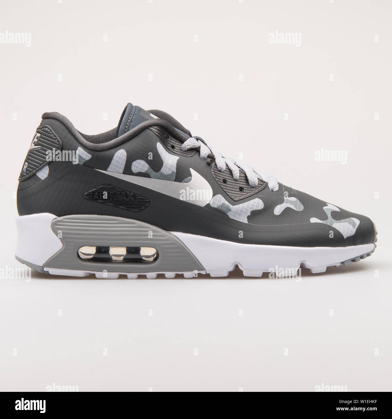 Andes Saturar fascismo  VIENNA, AUSTRIA - AUGUST 23, 2017: Nike Air Max 90 NS SE grey and black  camo sneaker on white background Stock Photo - Alamy