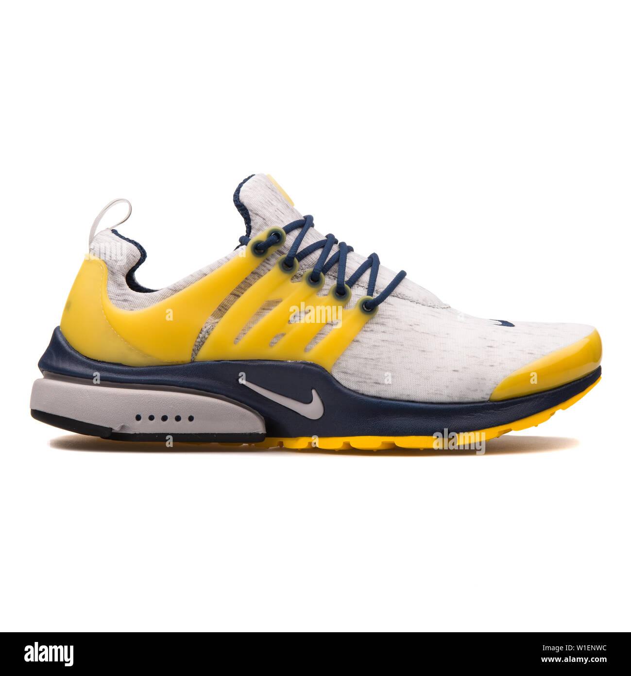 2017: Nike Air Presto grey, navy blue