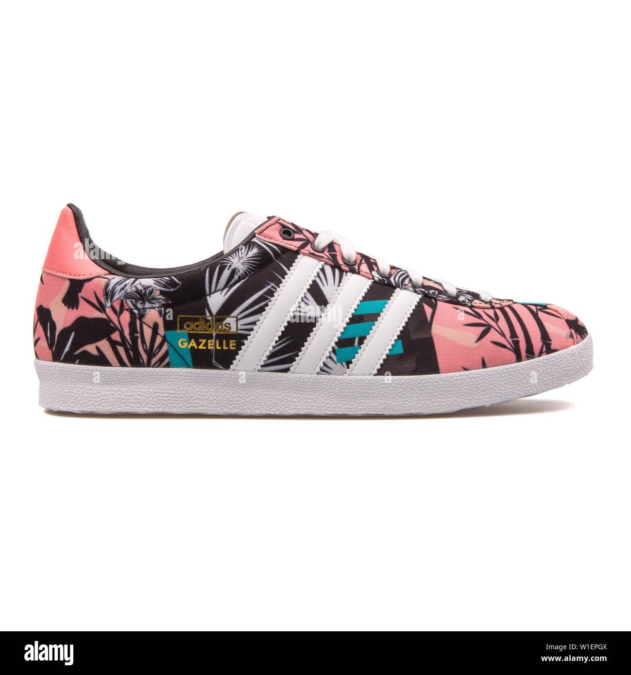 pecho pureza cuenca  VIENNA, AUSTRIA - AUGUST 10, 2017: Adidas Gazelle OG multi color sneaker on  white background Stock Photo - Alamy