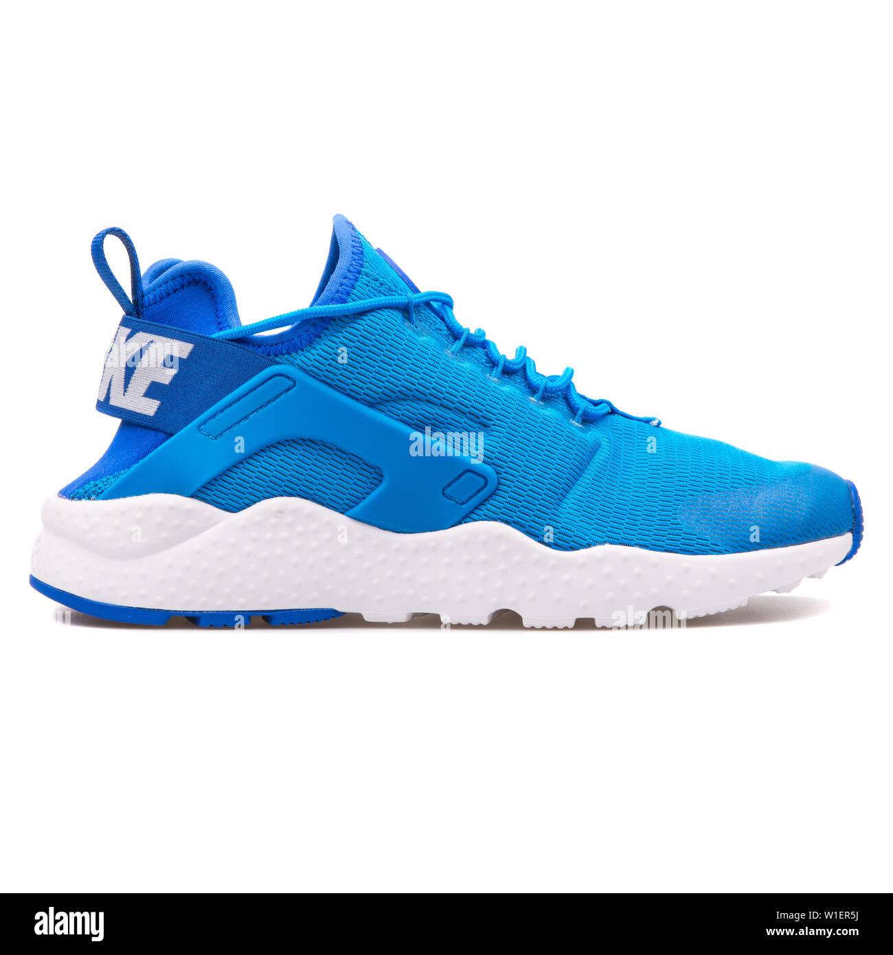sensor chupar Blanco  VIENNA, AUSTRIA - AUGUST 10, 2017: Nike Air Huarache Run Ultra blue and  white sneaker on white background Stock Photo - Alamy