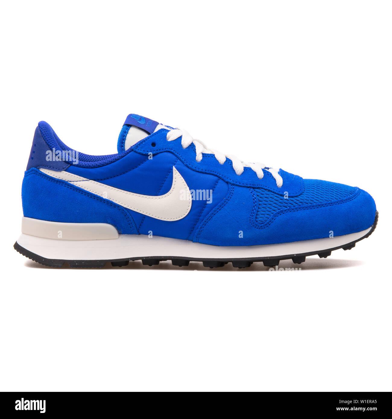 Monumental Curiosidad loseta  VIENNA, AUSTRIA - AUGUST 10, 2017: Nike Internationalist blue and white  sneaker on white background Stock Photo - Alamy