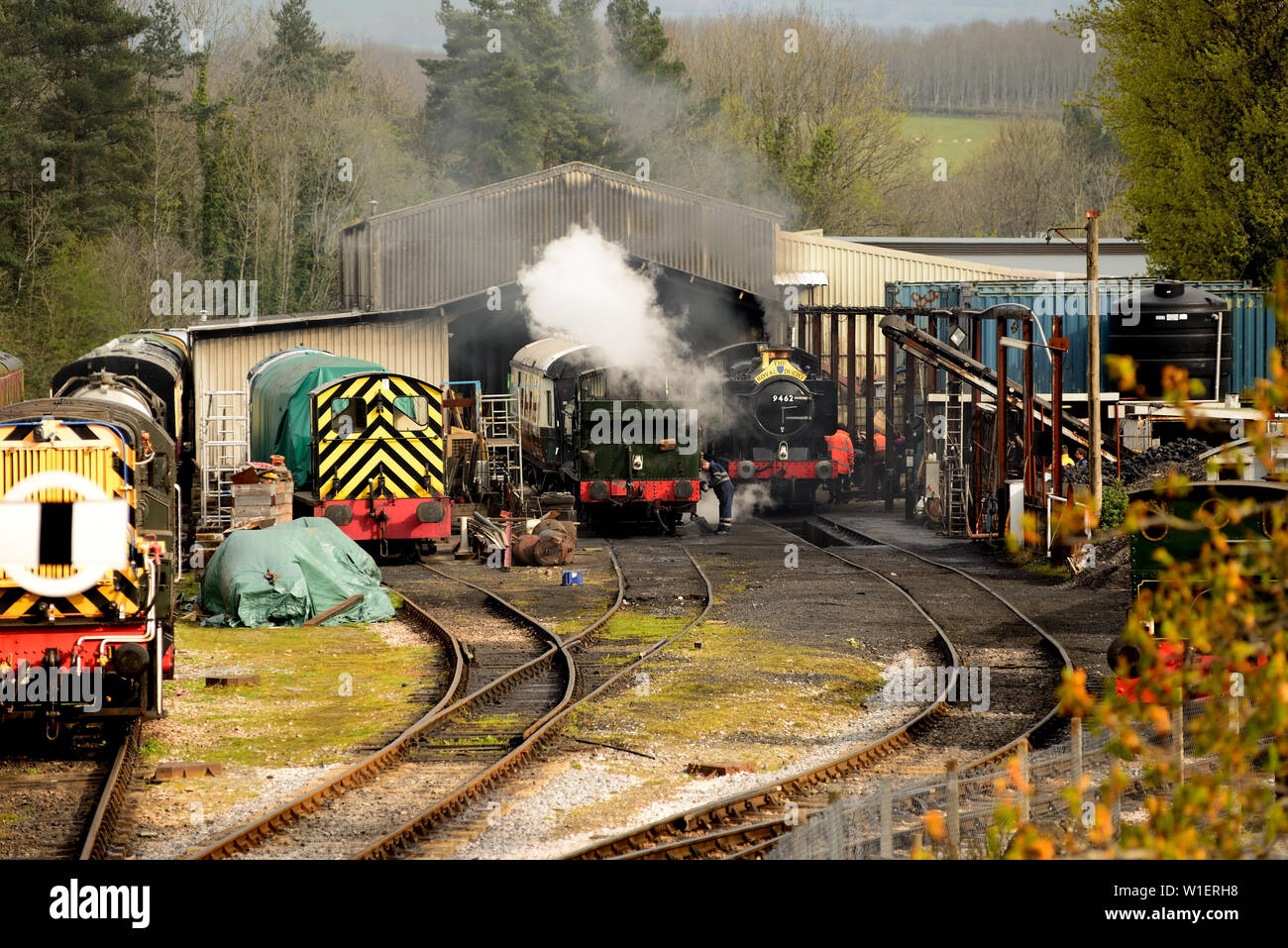 GWR Class 9400 pannier tank No 9466 with Royal Duchy headboard at Buckfastleigh shed during the South Devon Railway's 50th anniversary gala. Stock Photo