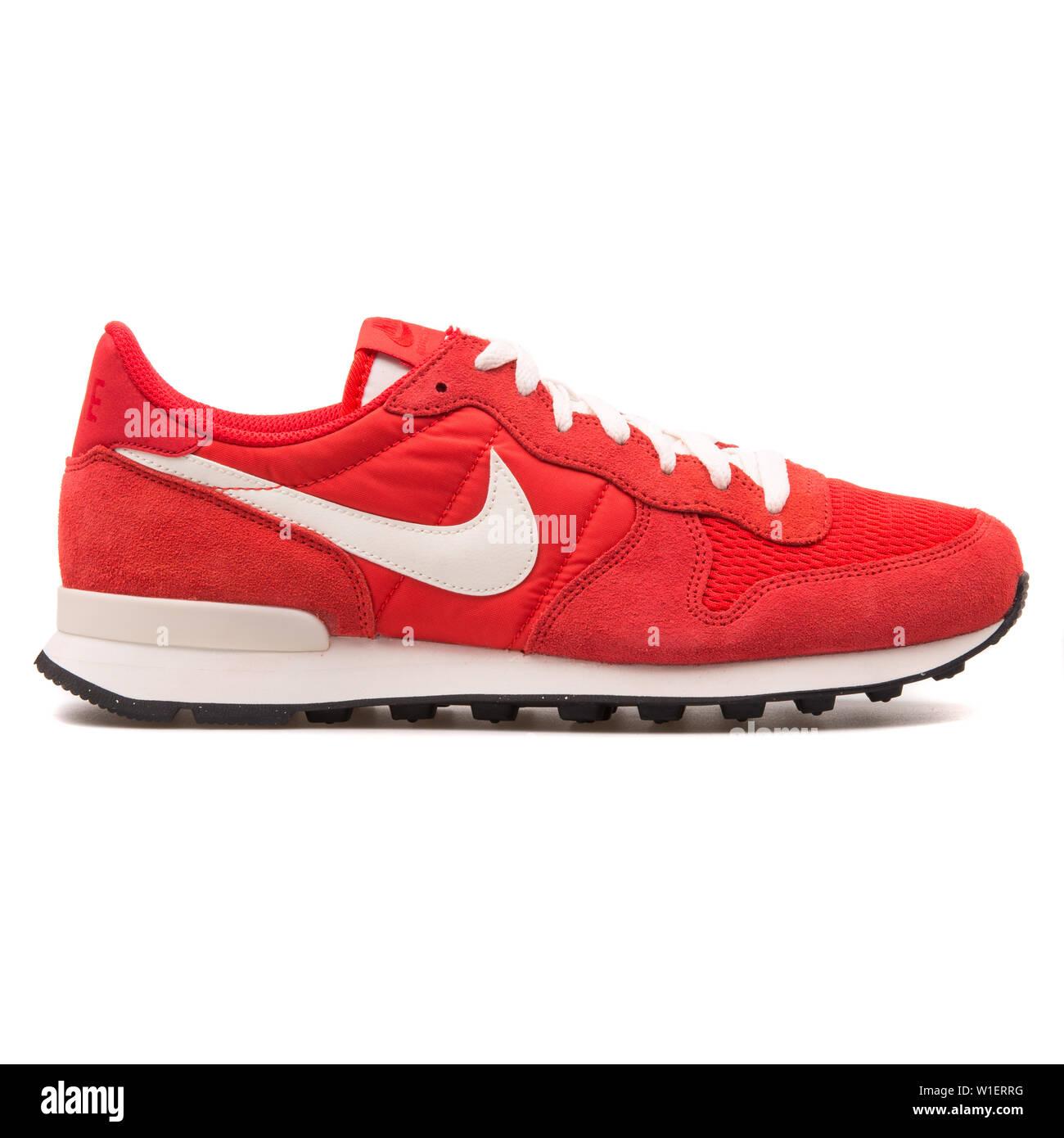 Nike Internationalist red and white