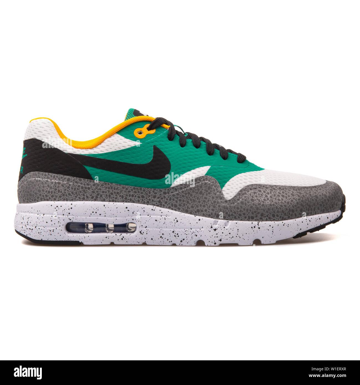 Diagnosticar cohete Yo  VIENNA, AUSTRIA - AUGUST 10, 2017: Nike Air Max 1 Ultra Essential white,  black, emerald green and grey sneaker on white background Stock Photo -  Alamy