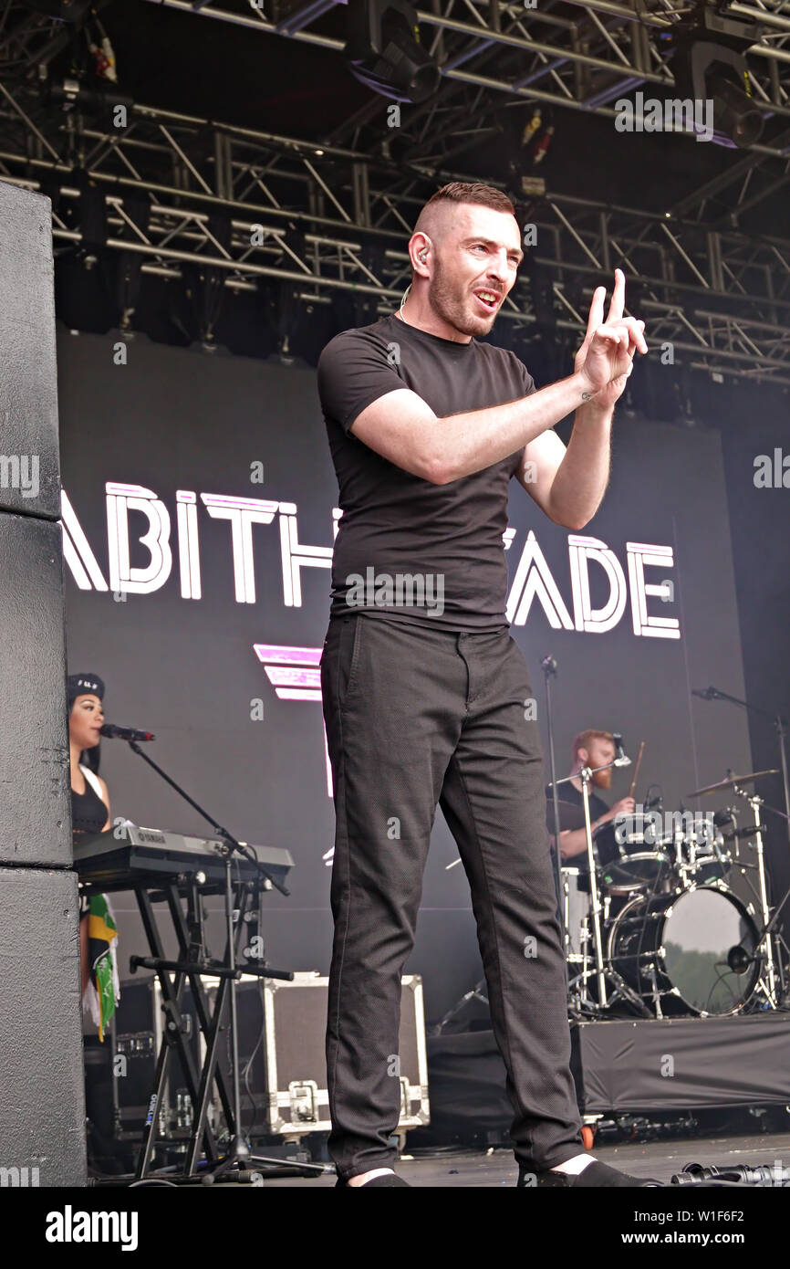British Sign Language interpreter explain important messages at the 2019 Africa Oye Festival in Sefton Park Liverpool UK. - Stock Image